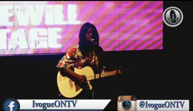 FEMALE GUITARIST THRILL FANS AT PRINCEWILL ON STAGE